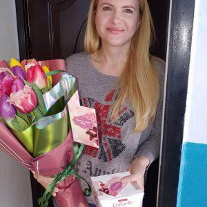 доставка подарка тюльпаны и рафаэлло